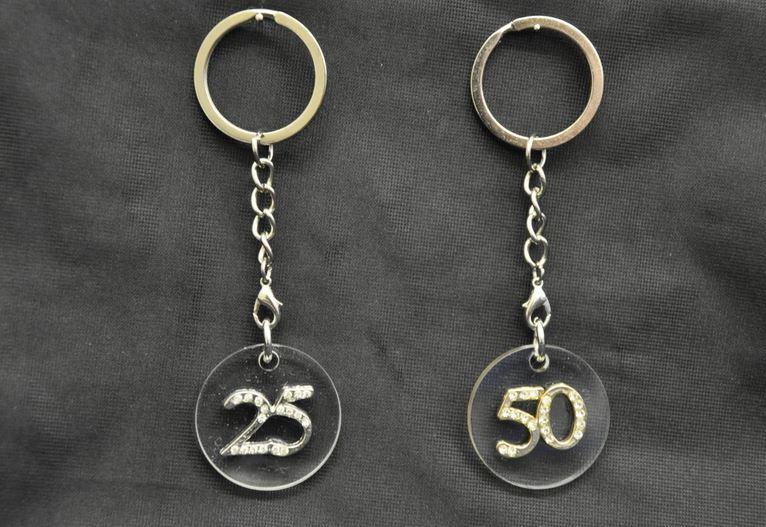 Favoloso Bomboniera anniversario 25/50 anni matrimonio portachiavi  ZE98