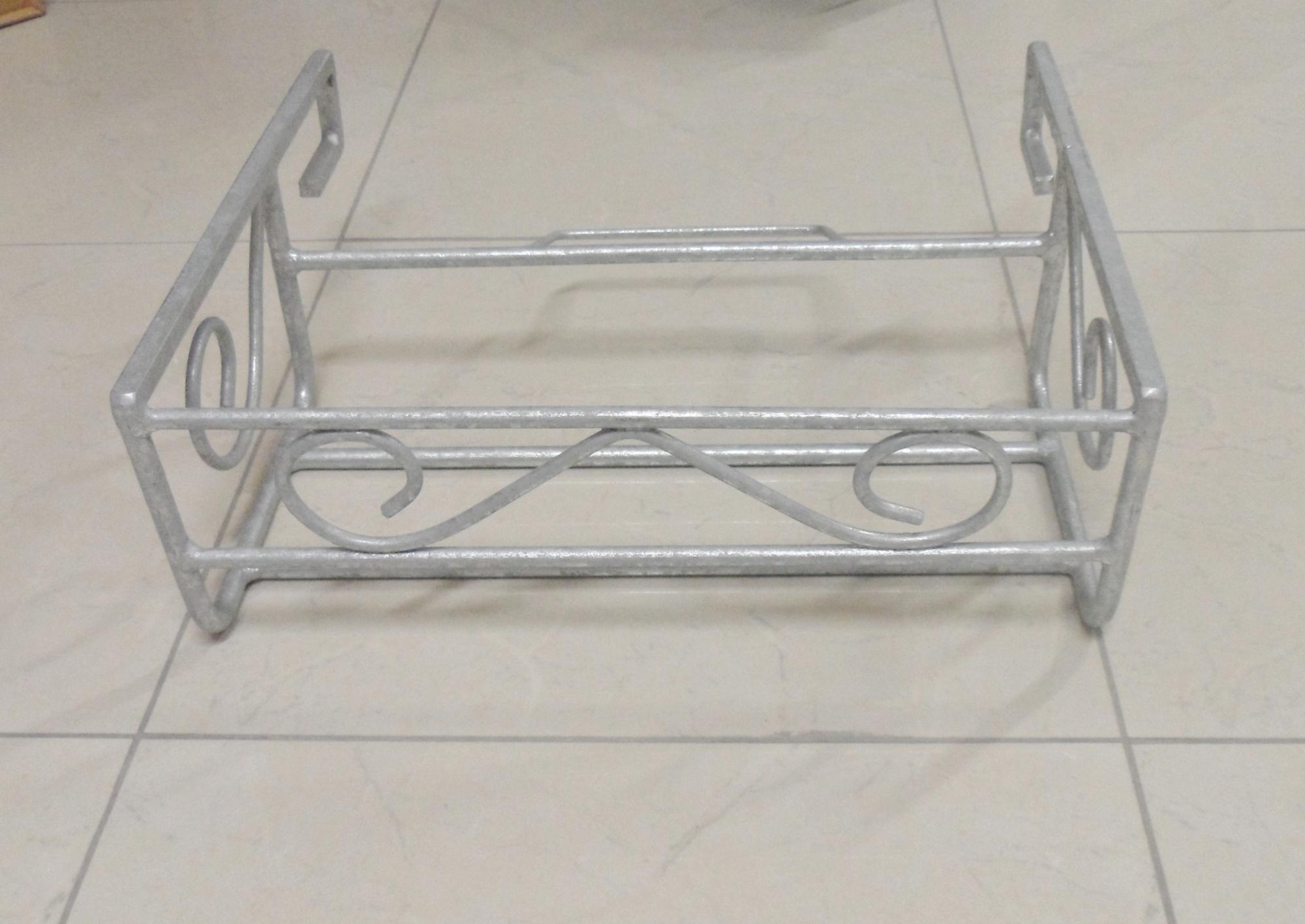 Fioriera da balcone in ferro battuto zincata piccola for Portavasi da balcone regolabili